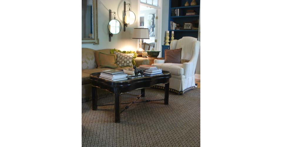 Montagne Handwoven handmade brown and oatmeal rosepath rug on display in living room